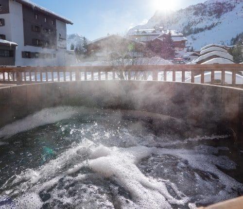 Square Aspen Lodge hot tub suite